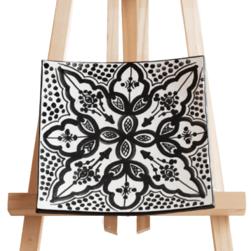 Quadratischer marokkanischer Teller aus Steingut in schwarz weiß