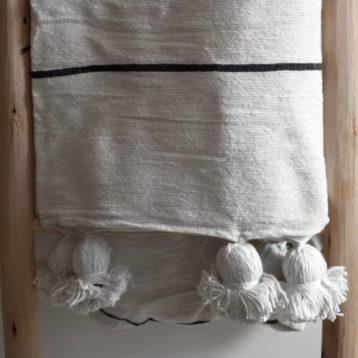 Pompom Tagesdecke schwarz weiß gestreift