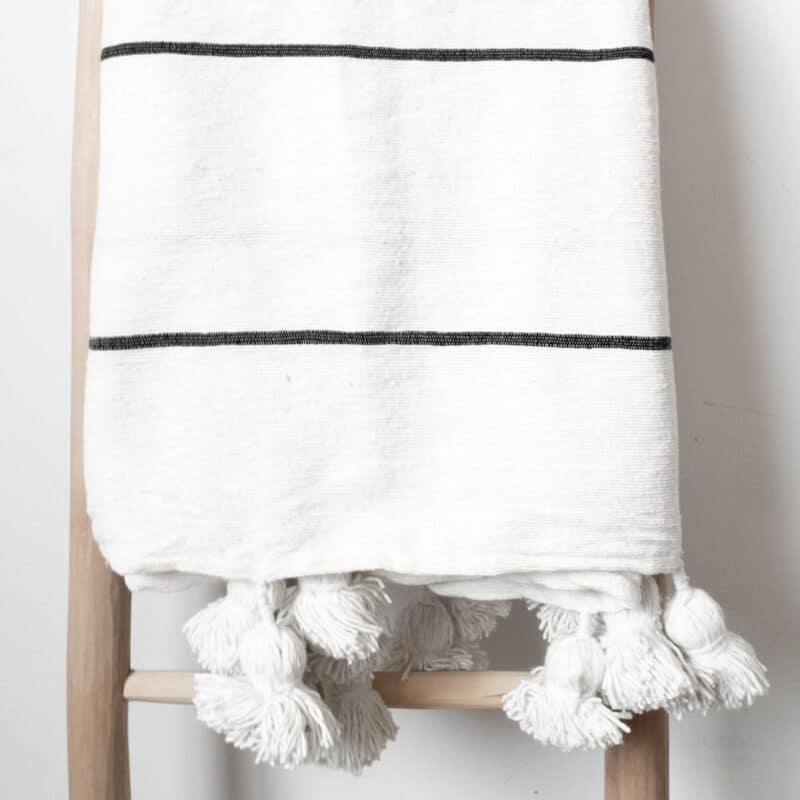Schwarz weiß gestreifte Pompom Tagesdecke