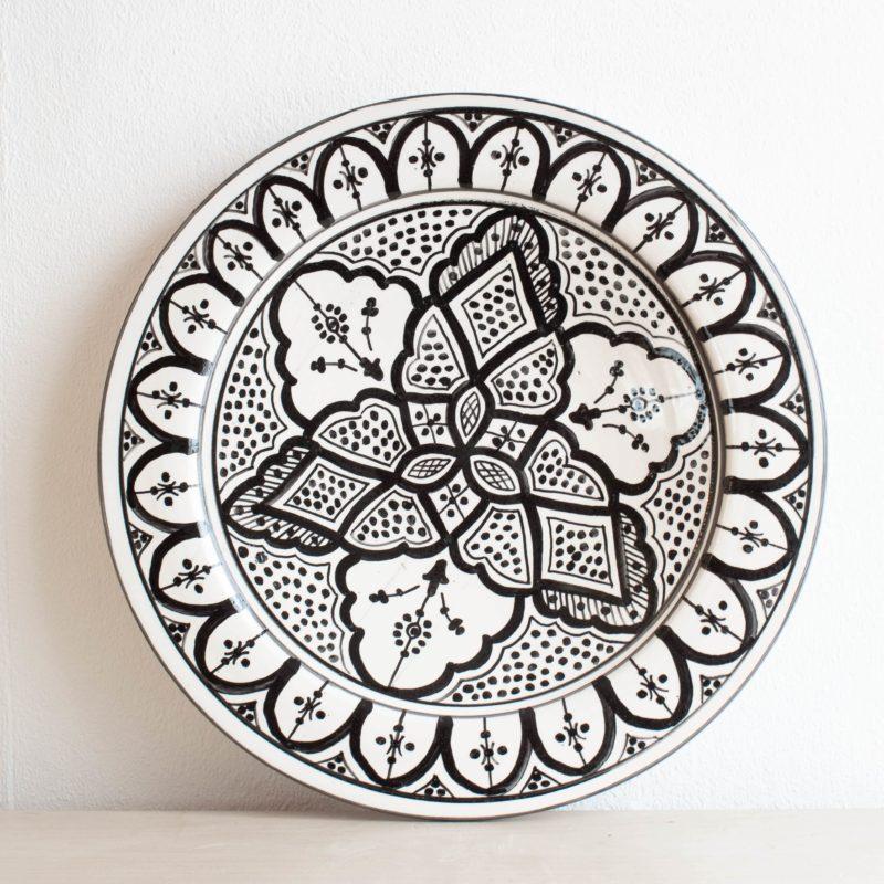 Marokkanische Platte ORIENT in schwarz weiß. Modernes Geschirr in schwarz-weiß.