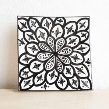 Marokkanischer Teller ARC in schwarz weiß