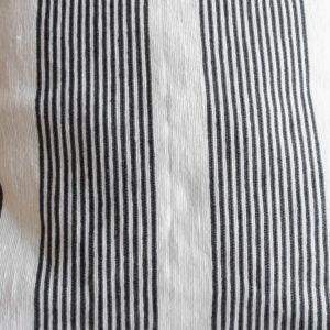 Pompom Kissen ASFARI schwarz weiß mit senfgelben Tasseln