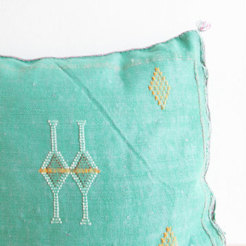 Sabra cushion made of cactus silk green N°32