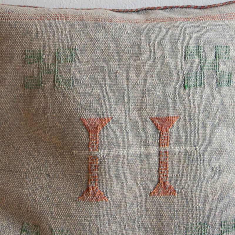 Sabra Kissen aus Kaktusseide grau