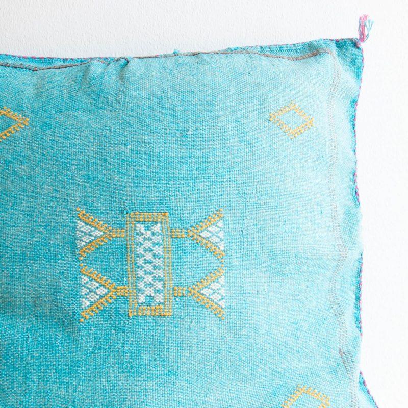 Sabra Kissen aus Kaktusseide türkis