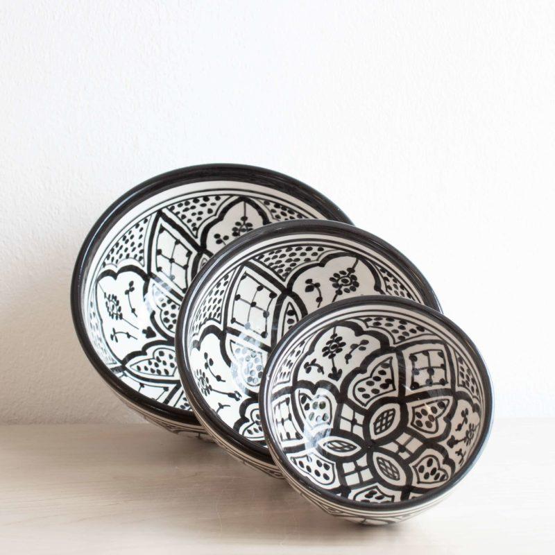 Marokkanische Schale SAFI in schwarz weiß. Modernes Geschirr in schwarz-weiß