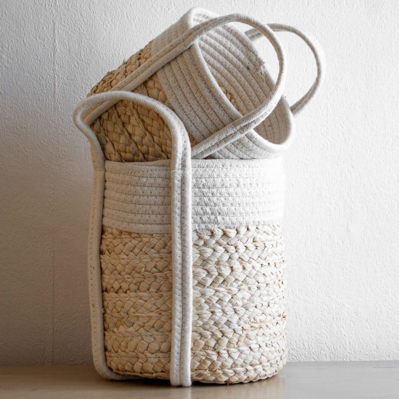 Korb mit Baumwolle aus Seegras
