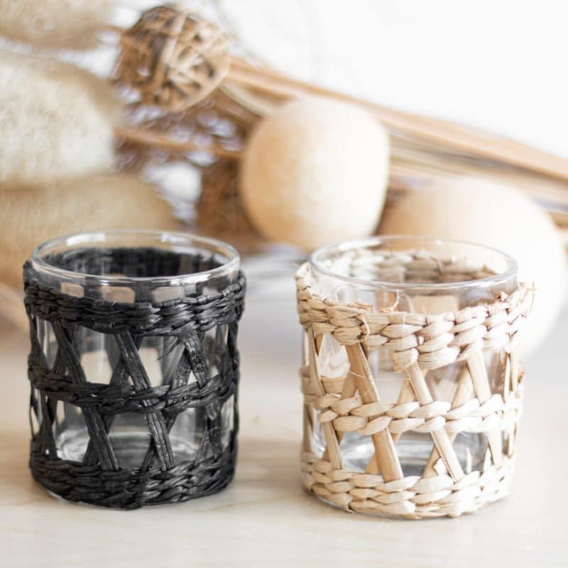 Teelichthalter mit geflochtener Hülle