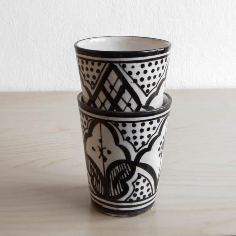 Marokkanische Becher SAFI in schwarz weiß mit orientalischen Ornamenten