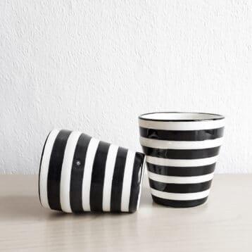 Schwarz-weiß gestreifte Espressotassen STRIPE im 2er Set