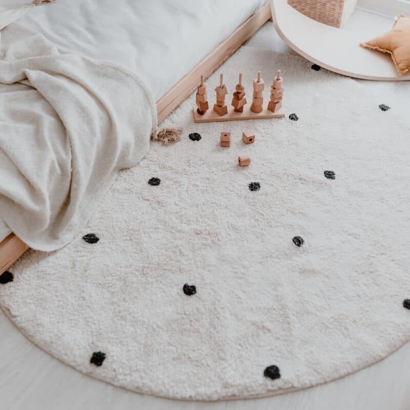 Eulenschnitt - runder Teppich mit Punkten