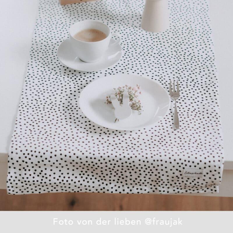 Eulenschnitt - Leinen-Tischläufer mit Punkten